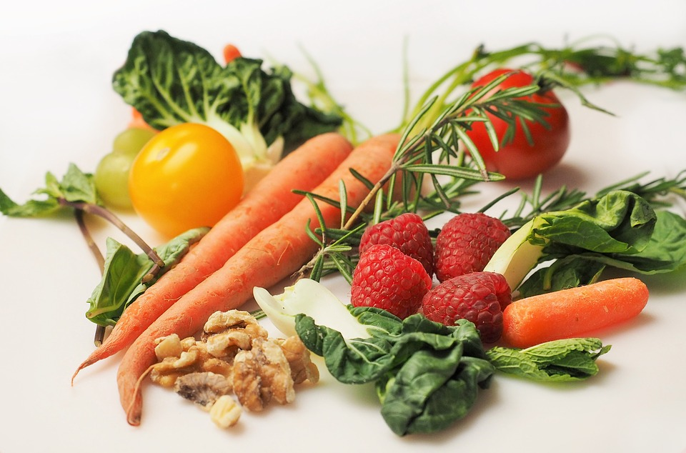 A balanced diet of complex carbohydrates such as vegetables and grains keep blood sugar levels in a normal range and prevents lethargy.